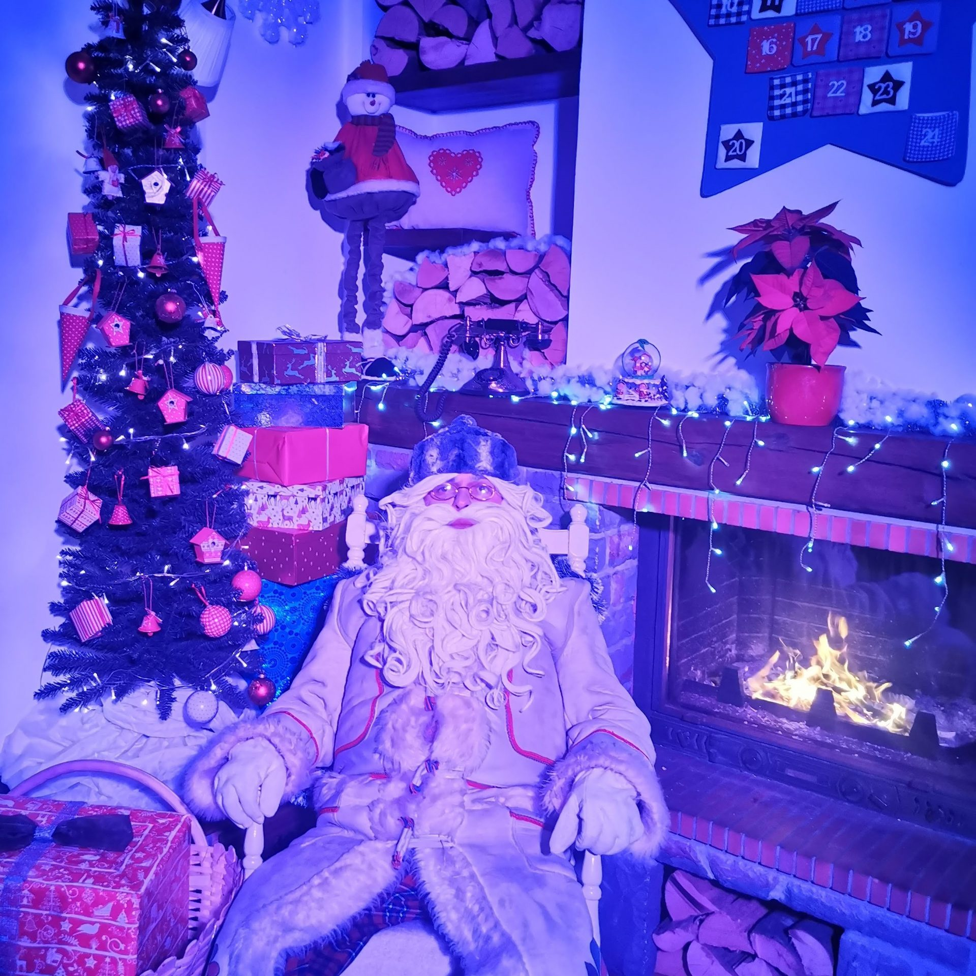 Pogovor v živo z Dedkom Mrazom, Božičkom in Miklavžem