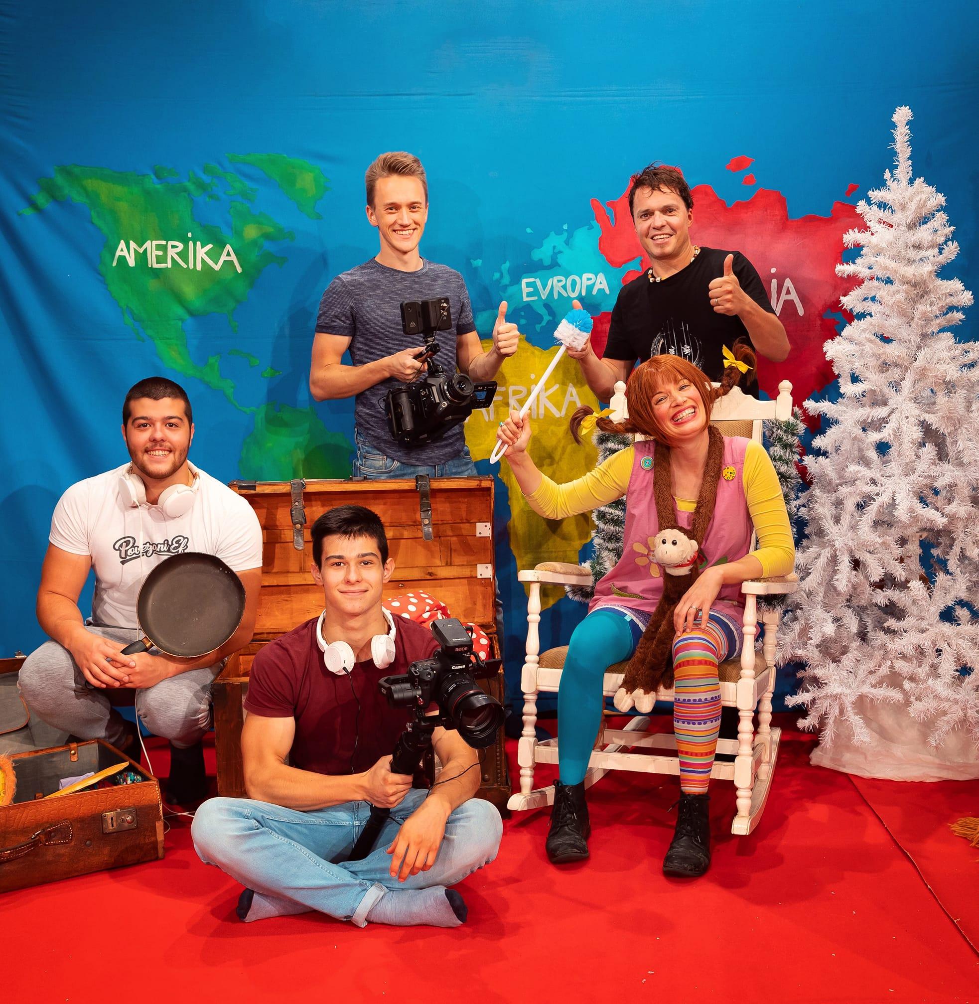 Virtualna otroška predstava z Božičkom ali Dedkom Mrazom